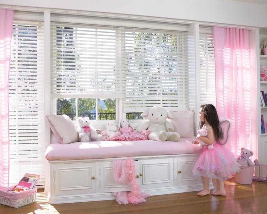 Venetian Blind with Sheer Curtains.jpg