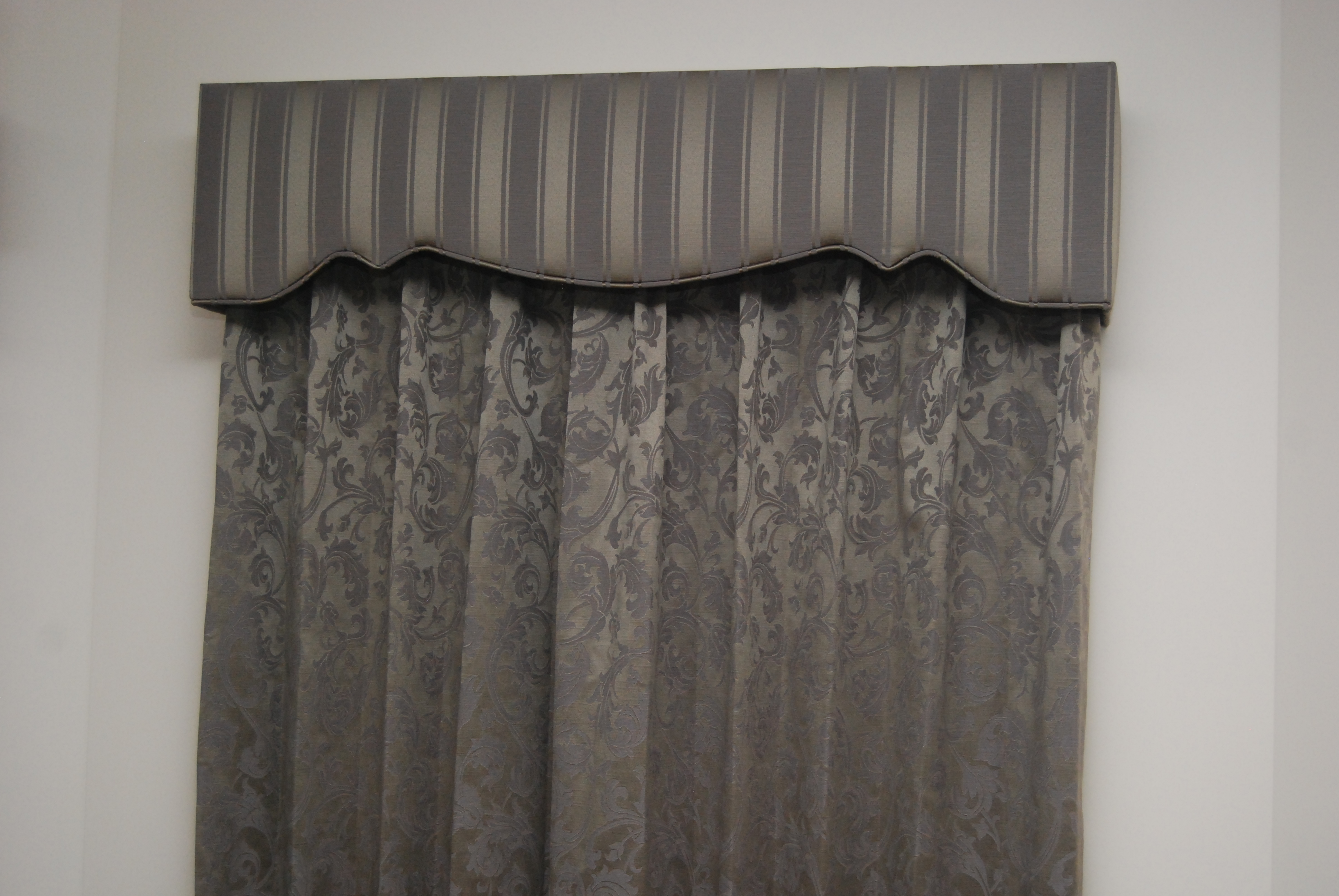 Pelmet in Contrast Fabric to Drapes.JPG